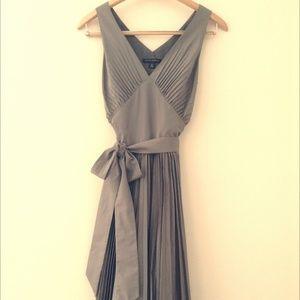 Gray Pleated Dress - Banana Rebublic - 4P